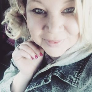 Meet your Posher, Chrissy ❤️ poshmark ambassador
